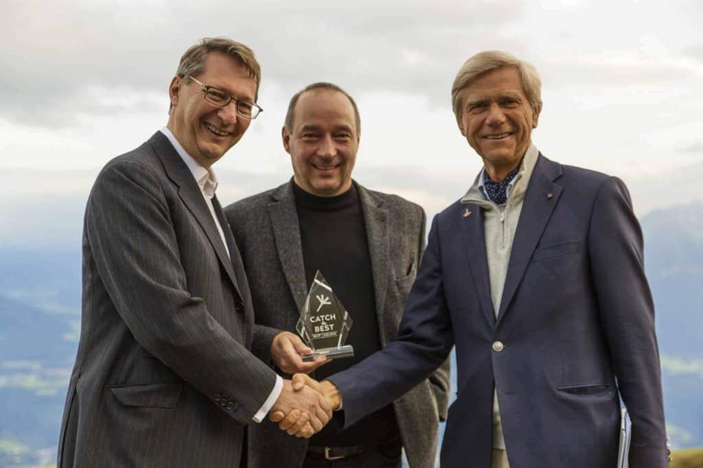GenSoup-Geschäftsführer Nikolaus Futter und Michael Eisenriegler mit Hermann Hauser (v.l.n.r.) – Credits: Spectrum